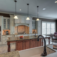 Traditional Kitchen by Suiter Construction Company, Inc.