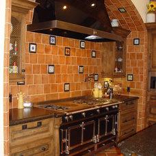 Mediterranean Kitchen by Home Systems , Wendi Zampino