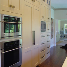 Eclectic Kitchen by Home Systems , Wendi Zampino
