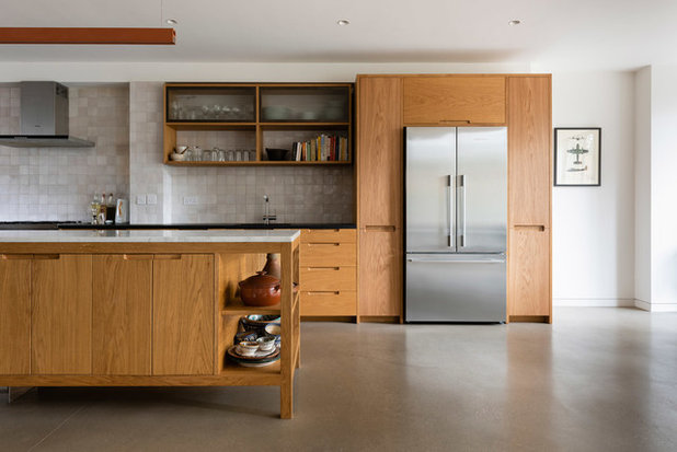 Contemporary Kitchen by Pardon Chambers Architects Ltd