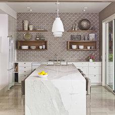 Modern Kitchen by Studio 512