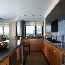 Contemporary Kitchen by David Heide Design Studio