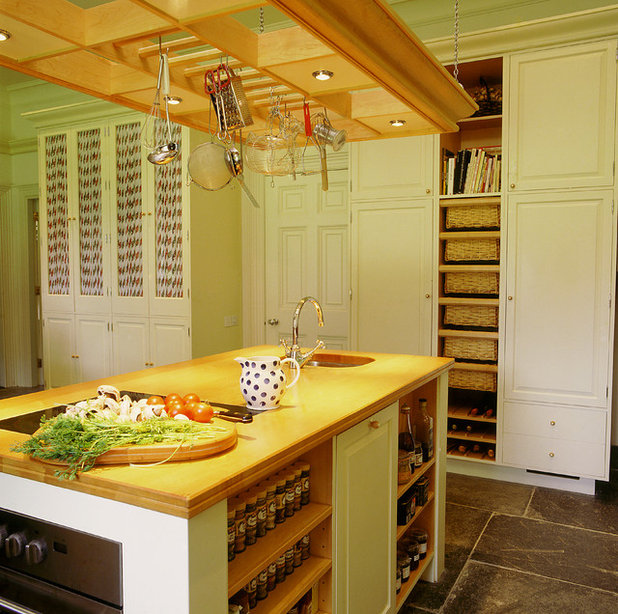 American Traditional Kitchen by Tim Wood Limited