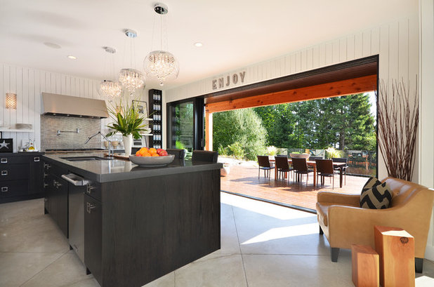 Modern Kitchen by Dawna Jones Design
