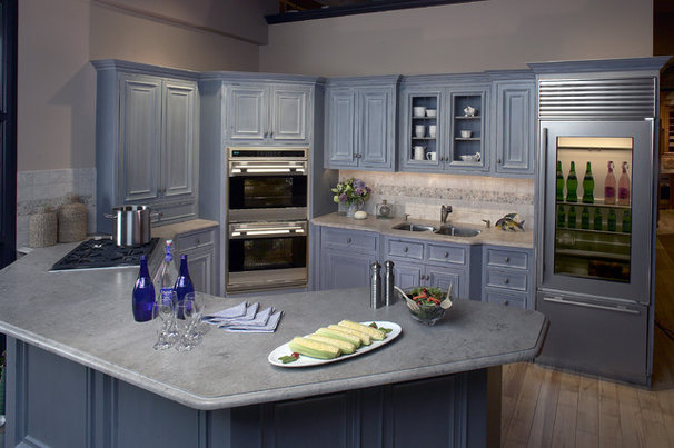 Traditional Kitchen by Clarke Appliance Showrooms