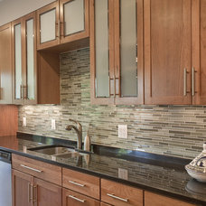 Kitchen by Grossmueller's Design Consultants