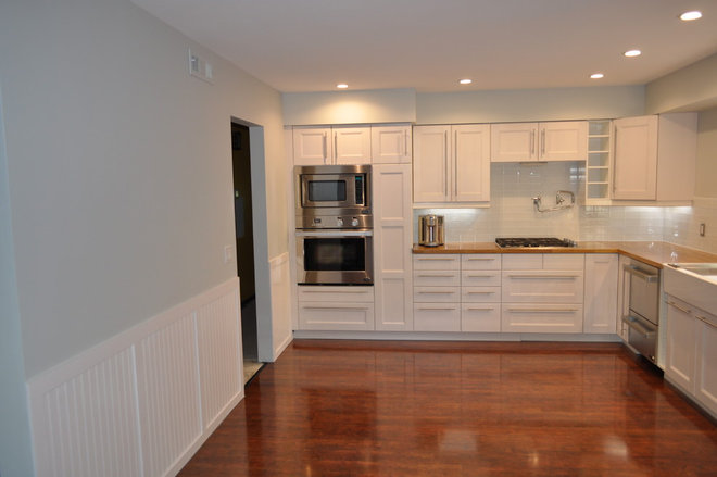 Contemporary Kitchen DCS Oven and microwave
