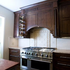 Traditional Kitchen by De` Humphries, Allied Member ASID