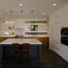 Modern Kitchen by Fuse Architects, Inc.