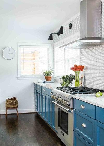 Midcentury Kitchen by Terracotta Design Build