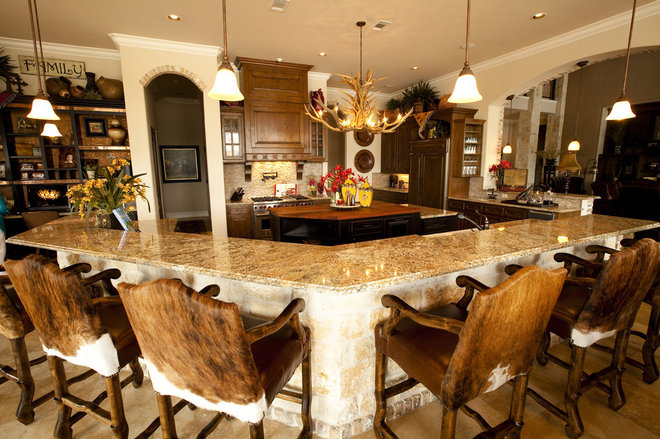 Traditional Kitchen by One swanky shop