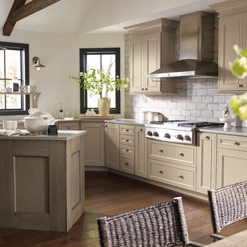 Decorá Cabinets: Casual Two-Tone Kitchen