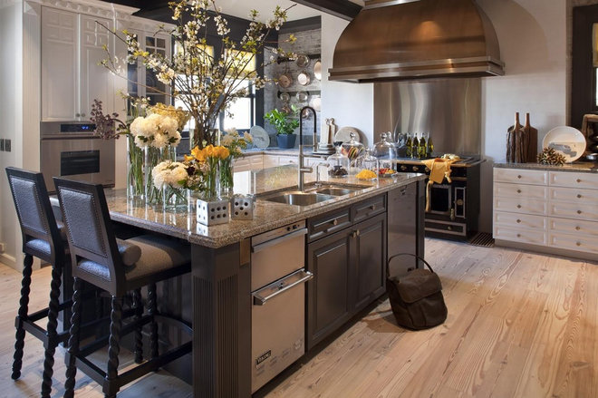 Traditional Kitchen by Green Couch Interior Design