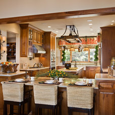 Traditional Kitchen by Harte Brownlee & Associates Interior Design