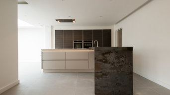 Dekton Trillium breakfast bar, dark oak and satin grey handleless
