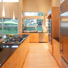 Modern Kitchen by Genesis Architecture, LLC.