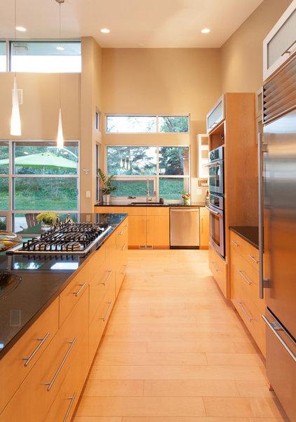 Modern Kitchen by Genesis Architecture, LLC.