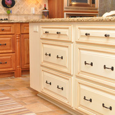 Traditional Kitchen by DeLeeuw Lumber Co.
