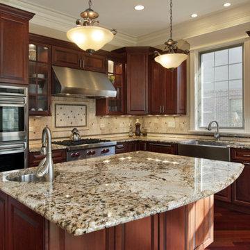 Delicatus Gold granite countertop with travertine back splashes