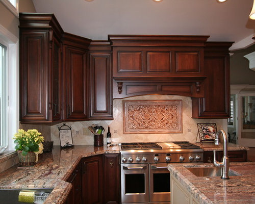 Example Of A Classic Kitchen Design In San Francisco