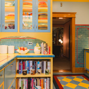 This is an example of a midcentury kitchen in Chicago.