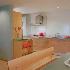 Modern Kitchen by Studio Twenty Seven Architecture