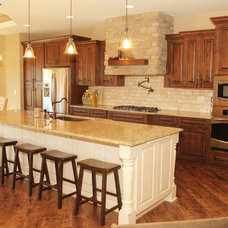 Traditional Kitchen by Bella Homes