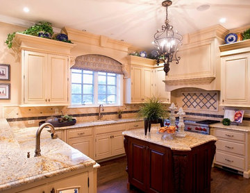 Design Details in Traditional Kitchen with Island and Peninsula