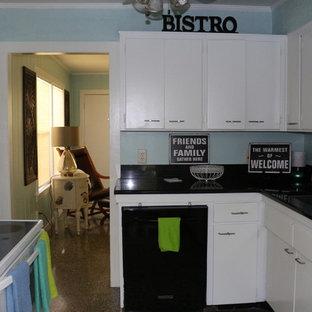 Beach style kitchen inspiration - Coastal kitchen photo in Miami