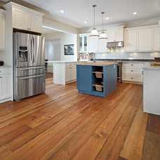 Traditional Kitchen by Sarasota Homes Ltd.