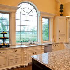 Traditional Kitchen by Pettis Builders