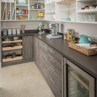Exempel på ett modernt brun brunt kök, med öppna hyllor, vita skåp, rostfria vitvaror och grått golv
