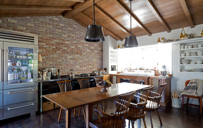 Eat-In Kitchen in Los Angeles Reclaims Traditional Style