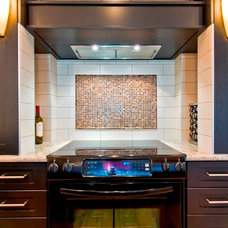 Modern Kitchen by Sticks and Stones Design Group inc.