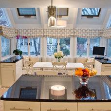 Modern Kitchen by Rajni Alex Design