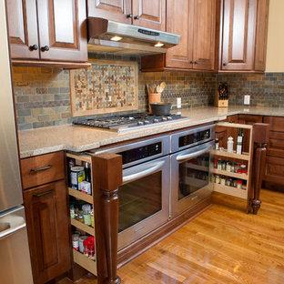 Traditional kitchen designs - Kitchen - traditional kitchen idea in Philadelphia