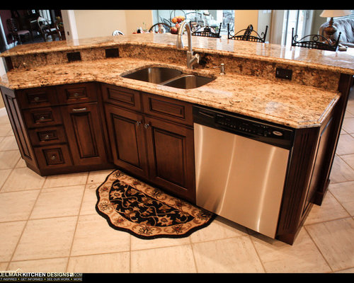 Traditional eat in kitchen design ideas renovations for Cabico kitchen cabinets reviews