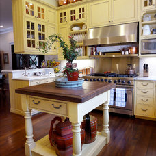 Traditional Kitchen by Adeeni Design Group