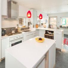 Contemporary Kitchen by workshopL