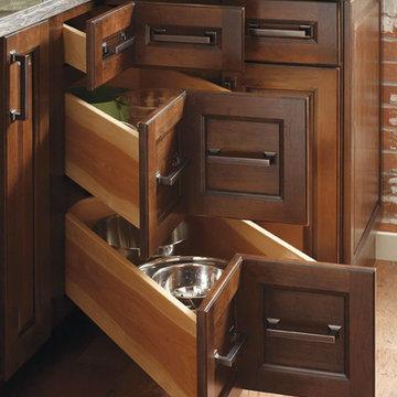 Diamond Cabinets: Three Drawer Corner Cabinet