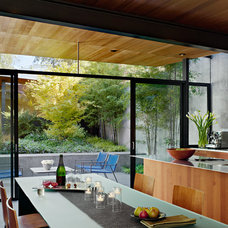 Modern Kitchen by Terry and Terry Architecture