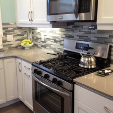 Contemporary Kitchen by Lowe's of Aramingo (Philadelphia)