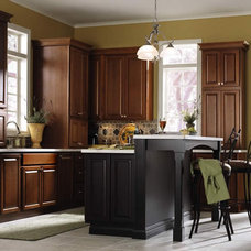 Traditional Kitchen by Kitchen and Bath Cabinets by Stonemasters