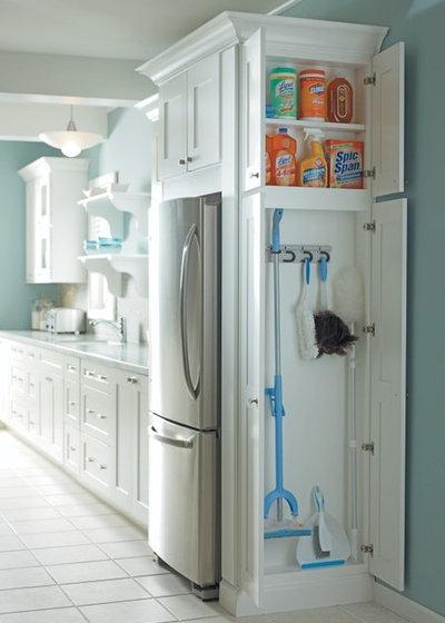 トラディショナル キッチン by MasterBrand Cabinets, Inc.