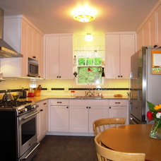 Traditional Kitchen by Orlando Construction Inc.