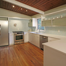 Modern Kitchen by domoREALTY