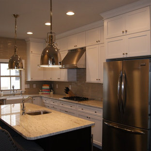 Traditional kitchen inspiration - Example of a classic kitchen design in Baltimore