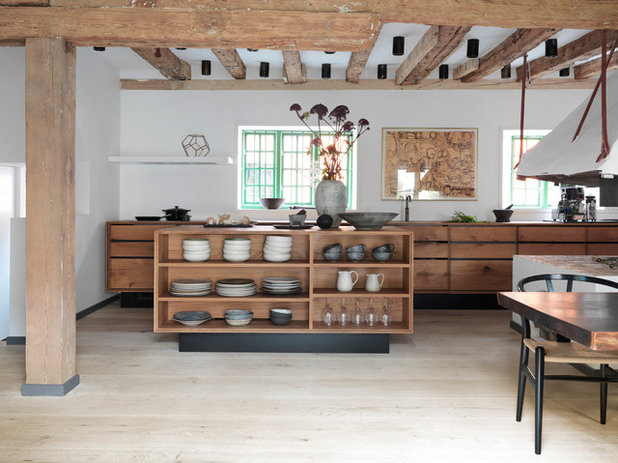 Rustic Kitchen by Garde Hvalsoe