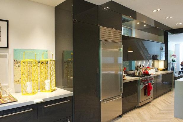 Modern Kitchen by Yorkville Design Centre