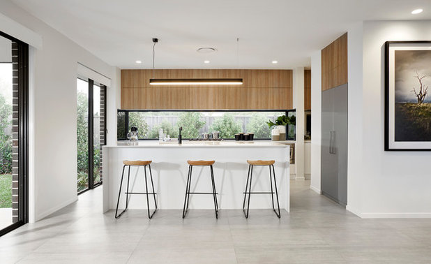 Modern Kitchen by Rawson Homes